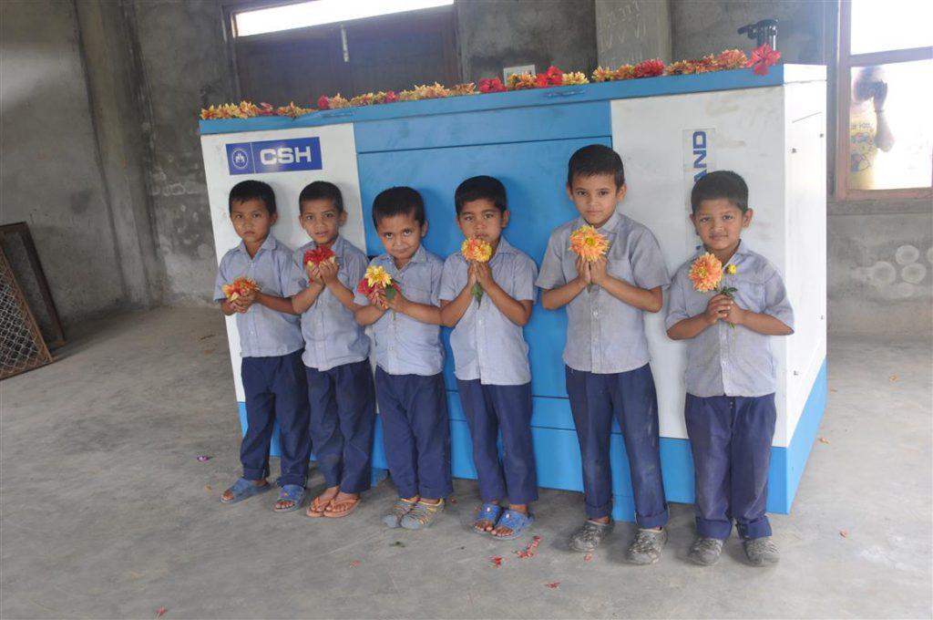 Deze generator is noodzakelijk omdat er slechts enkele uren per dag elektra is in Nepal. Hij kan de hele ambachtsschool van energie voorzien!