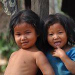 twee kinderen van het dorp, Sinds de nieuwe school er staat gaan alle kinderen van Jantibari gaan naar school.