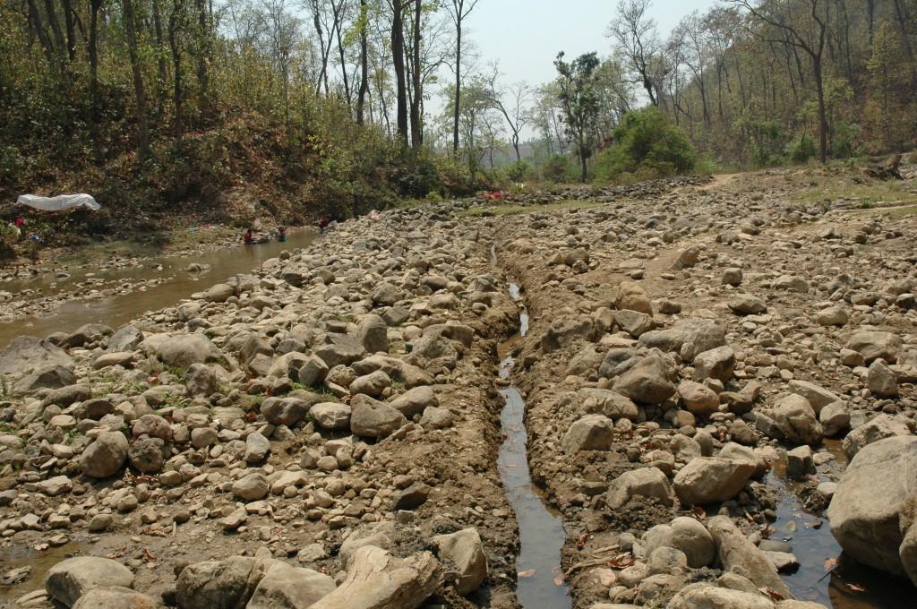 Bewoners hebben een geul van 6 kilometer gegraven vanaf de waterbron in de bergen