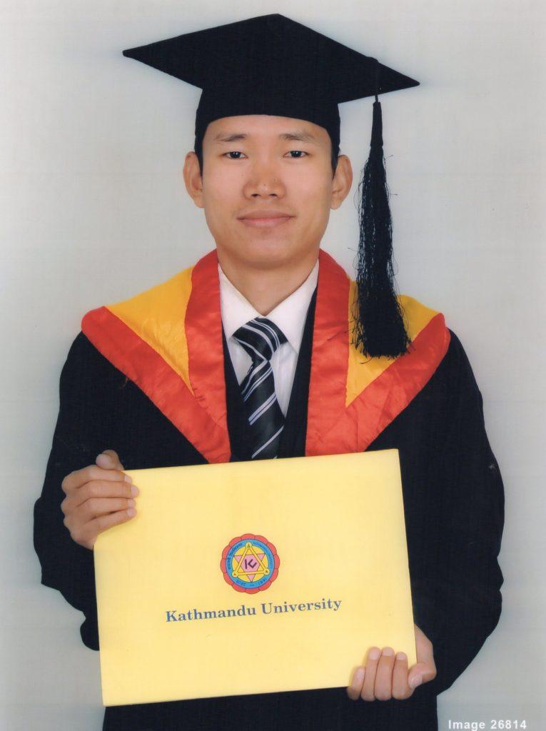 Surya, werkte op 6 jarige leeftijd als landslaaf voor de grootgrondbezitters Op 22 november 2016 ontving hij zijn diploma voor arts en is nu als dokter werkzaam in het gezondheidscentrum.