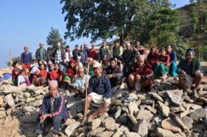 voor de fundering werden honderden stenen uit de rotsen gehakt