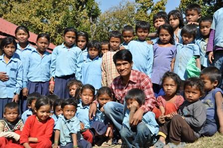 Het salaris van deze lokale leerkracht in het Cheppang district wordt door de stichting betaald. Salaris € 40 per maand. Deze leerkracht doet daarnaast veel sociaal werk in zijn dorp.