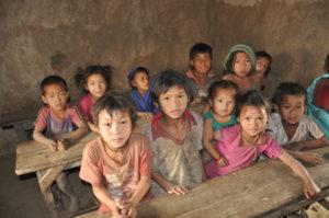 kinderen in een klaslokaal van de oude school