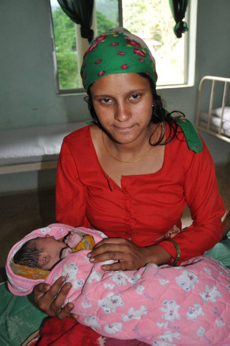 moeder en kind kort na de bevalling